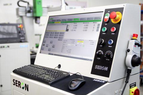 Funkcjonalny i intuicyjny przemysłowy system sterowania obrabiarką CNC
